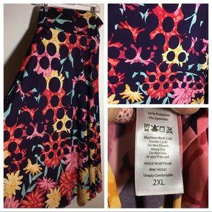 LulaRoe 2XL Maxi skirt fits 22-24 like new